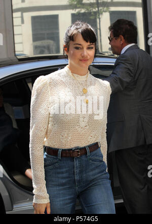 London, UK, June 25th 2018. Shailene Woodley seen arriving to the BBC studios in London Credit: WFPA/Alamy Live News - Stock Photo