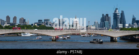 London, UK. 25th June 2018. UK Weather: Hot sunshine and clear blue sky over the City of London. The heatwave is set to continue with highs of 32 forecast later in the week. Credit: DWR/Alamy Live News - Stock Photo