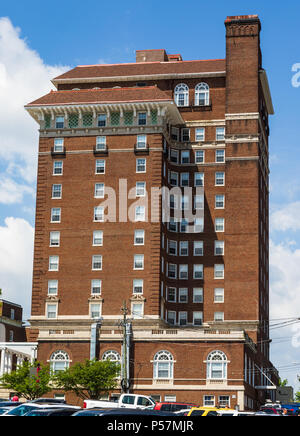 ASHEVILLE, NC, USA-24 JUNE 18: A side view of the stately, 1920s Battery Park Hotel building, now used for subsidized senior apartments. - Stock Photo