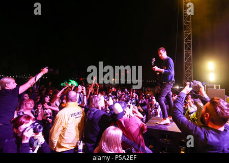 Zagreb, Croatia. 25th June, 2018 : British-American indie rock band The Kills performs on the OTP World stage during the first day of 13th INmusic festival located on the lake Jarun in Zagreb, Croatia. Credit: Goran Jakuš/Alamy Live News - Stock Photo
