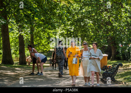 Green Park, London. 26th Jun, 2018. UK Weather: Tourists and workers from nearby offices take advantage of teh relative cool on the sun-dappled tree lined avenues - People enjoy their lunch break in the hot and sunny conditions in Green Park.. Credit: Guy Bell/Alamy Live News - Stock Photo