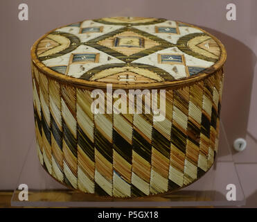 N/A. English: Exhibit from the Native American Collection, Peabody Museum, Harvard University, Cambridge, Massachusetts, USA. Photography was permitted without restriction; exhibit is old enough so that it is in the . 27 May 2017, 14:17:59. Daderot 228 Box (birchbark with porcupine quills), Micmac, c. 1850 - Native American collection - Peabody Museum, Harvard University - DSC05844 - Stock Photo