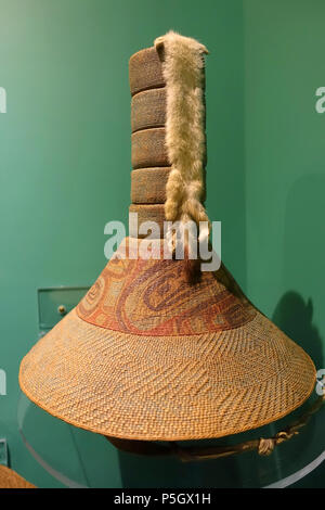 N/A. English: Exhibit from the Native American Collection, Peabody Museum, Harvard University, Cambridge, Massachusetts, USA. Photography was permitted without restriction; exhibit is old enough so that it is in the . 27 May 2017, 14:28:21. Daderot 175 Basketry hat with ermine, Tlingit, early 1800s - Native American collection - Peabody Museum, Harvard University - DSC05881 - Stock Photo