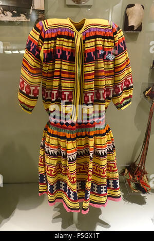 N/A. English: Exhibit from the Native American Collection, Peabody Museum, Harvard University, Cambridge, Massachusetts, USA. Photography was permitted without restriction; exhibit is old enough so that it is in the . 27 May 2017, 14:36:49. Daderot 200 Big shirts, 2 of 2 , Seminole, collected in 1920 (left) and 1936 (right) - Native American collection - Peabody Museum, Harvard University - DSC05900 - Stock Photo
