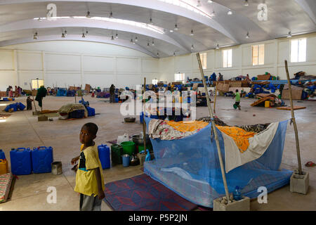 ETHIOPIA , Dire Dawa, Internal displaced people IDP camp for ethiopian Somali inland refugees from Oromo region after politcal clashes, temporary shelter in sport complex / AETHIOPIEN, Dire Dawa, IDP Camp fuer Somali Binnenfluechtlinge aus der Oromia Region sind nach politischen Unruhen provisorisch in einem Sportkomplex von der Regierung untergebracht - Stock Photo