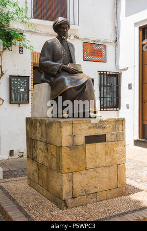Cordoba Juderia, view of the statue of the Jewish philosopher Maimonides sited outside the Synagogue (Sinagoga) in the Juderia area of Cordoba, Spain. - Stock Photo