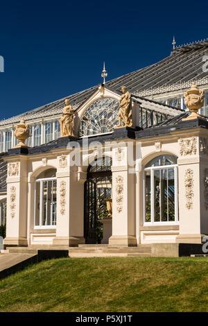 Temperate house at Kew RBG, exterior entrance. - Stock Photo