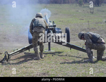 A soldier with the Ukrainian Land Forces fires an 82mm mortar during a mortar live-fire exercise at the International Peacekeeping and Security Center near Yavoriv, Ukraine as part of Joint Multinational Training Group-Ukraine (JMTG-U), Apr. 5, 2016,. Each JMTG-U rotation consisted of nine weeks of training where Ukrainian soldiers will learn defensive combat skills needed to increase Ukraine's capacity for self-defense. (U.S. Army photo by Staff Sgt. Adriana M. Diaz-Brown) - Stock Photo