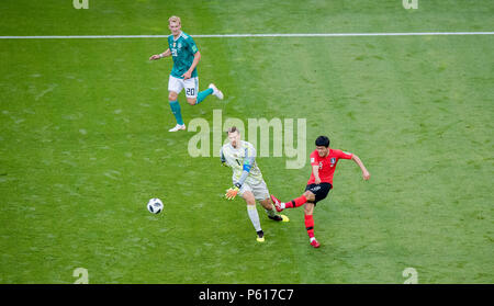 Kazan, Russland. 27th June, 2018. goalkeeper Manuel Neuer (Germany) loses the ball in the attack versus Se-Jong Ju (South Korea), who still beats the ball, so that Heung-Min Son can score a 2-0 in the empty goal GES/Football/World Cup 2018 Russia: Korea Republic - Germany, 27.06.2018 GES/Soccer/Football/World Cup 2018 Russia: South Korea vs. Germany, Kazan June 27, 2018   usage worldwide Credit: dpa/Alamy Live News - Stock Photo