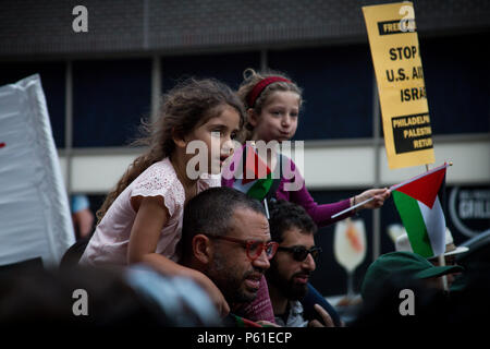 Philadelphia, USA, 14th May, 2018. Pro-Palestinan groups protest the decision of the US goverment to move its embassy in Israel to the city of Jerusalem. The move  comes after weeks of Palestinan protests at the Israeli border with the Gaza Strip during which Israeli forces have fired on and killed dozens of Palestinans. - Stock Photo