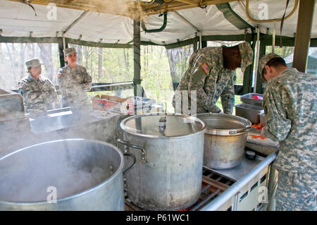 Food service specialists, of the 733rd Transportation Company, prepare lunch, while being graded by the U.S. Army Reserve food advisors, during the annual Philip A. Connelly Award competition at Fort Indiantown Gap, Pa., April 23, 2016. (U.S. Army photo by Staff Sgt. Dalton Smith / Released) - Stock Photo