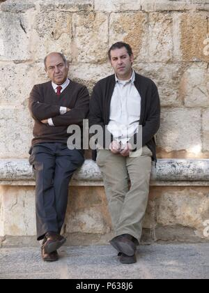 JESUS MATEO Y JOSE ANTONIO MARINA EN LA PRESENTACION DEL LIBRO DE LAS PINTURAS DE ALARCON. - Stock Photo