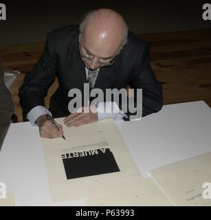 FRANCISCO BRINES EN LA PRESENTACION DEL LIBRO DE LAS PINTURAS DE ALARCON. - Stock Photo
