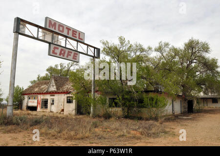 Trees overtake the abandoned Texas Longhorn Motel and State Line Cafe in the Route 66 ghost town of Glenrio on the Texas-New Mexico border. - Stock Photo