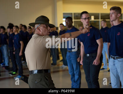 Poolee From Marine Corps Recruiting Substation Anderson Removes