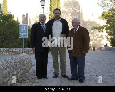 JESUS MATEO, FRANCISCO BRINES Y DON LUIS, EN LA PRESENTACION DEL LIBRO DE LAS PINTURAS DE ALARCON. - Stock Photo