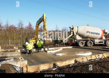 Laying the surface for the Cambrdgeshire guided busway, UK - Stock Photo