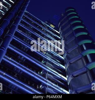 The Lloyds building at night, City of London, UK. Designed by Richard Rogers Partnership. - Stock Photo