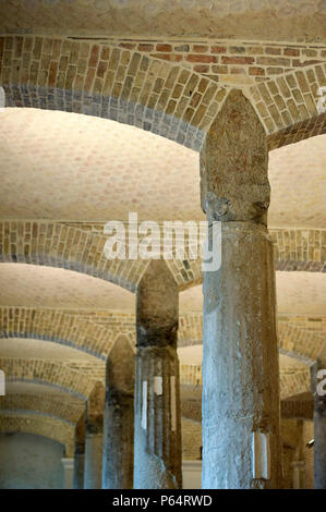 Columns and arches in the Ethnographic Room of newly renovated Neues Museum in Berlin, Germany, 2009 Architect David Chipperfield - Stock Photo