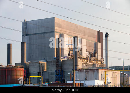 Heysham nuclear power station in Lancashire, UK. Nuclear power is being seen by many former opponents as one of the ways that we can still produce ele - Stock Photo