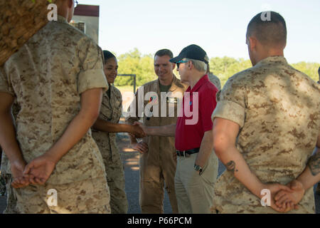 Ray Mabus, Secretary of the Navy, greets Marines of Marine Rotational Force – Darwin's Aviation Combat Element at Royal Australian Air Force Base Darwin, Northern Territory, Australia, May 14, 2016. Mabus came to Darwin to visit the Marines and Sailors of MRF-D and observe live-fire ranges.  (U.S. Marine Corps photo by Cpl. Carlos Cruz Jr./Released) - Stock Photo