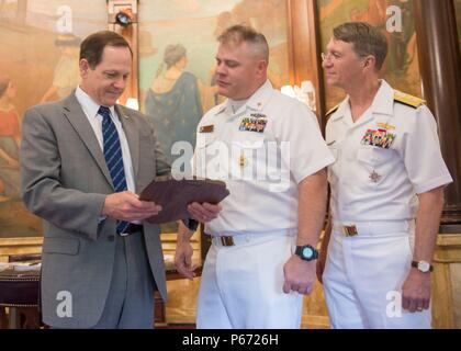160509-N-ZY039-043 ST. LOUIS (May 9, 2016) Francis Slay, Mayor of St. Louis, is presented with a plaque from Master Chief Fire Control Technician (Submarine) Joe Bransfield, in the Mayor's office during a visit to the City Hall in St. Louis, Mo. Navy Weeks focus a variety of outreach assets, equipment and personnel on a single city for a weeklong series of engagements with key influencers and organizations representing all sectors of the market. During a Navy Week, 75-100 outreach events are coordinated with corporate, civic, government, education, media, veterans, community service and divers - Stock Photo