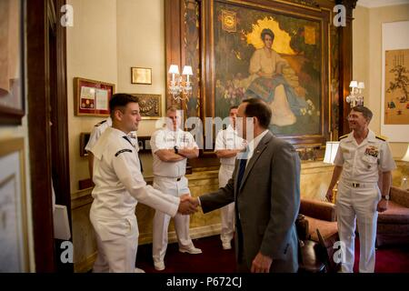 160509-N-ZY039-036 ST. LOUIS (May 9, 2016) –Francis Slay, Mayor of St. Louis, greets Sailors in the Mayor's office during a visit to the City Hall in St. Louis, Mo. Navy Weeks focus a variety of outreach assets, equipment and personnel on a single city for a weeklong series of engagements with key influencers and organizations representing all sectors of the market. During a Navy Week, 75-100 outreach events are coordinated with corporate, civic, government, education, media, veterans, community service and diversity organizations in the city. (U.S. Navy photo by Mass Communication Specialist  - Stock Photo