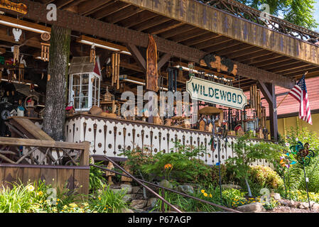 Wildewood Shop in the Blue Ridge Mountains along the Chattahoochee River in downtown Helen, Georgia. (USA) - Stock Photo