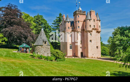CRAIGIEVAR CASTLE ABERDEENSHIRE SCOTLAND MAIN ENTRANCE PEOPLE AT THE TOP OF THE TOWER AND IN THE WOODEN KIOSK WITH ICE CREAMS - Stock Photo