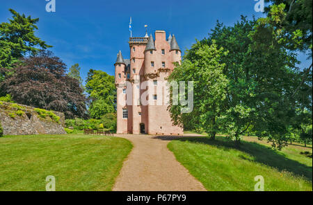 CRAIGIEVAR CASTLE ABERDEENSHIRE SCOTLAND VIEW AND PATHWAY LEADING TO MAIN ENTRANCE - Stock Photo