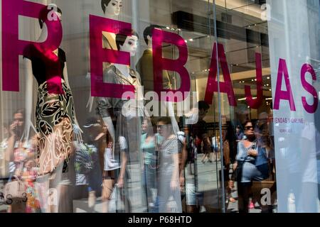 A storefront announces summer sales on its first day in Barcelona, Spain, on 29 June 2018. Summer sales season in Spain usually brings large discounts in July and August. EFE/ Quique Garcia - Stock Photo