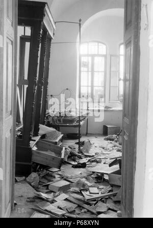 Photograph of Jewish home plundered by Arab rioters in Hebron, Palestine. Dated 1929 - Stock Photo