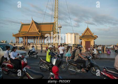 the Preah Ang Dorngkeu shrine at the Tonle Sap River in the city of Phnom Penh of Cambodia.  Cambodia, Phnom Penh, November, 2017, - Stock Photo