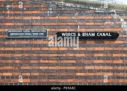The meeting point of Birmingham's two canals in the Gas Street Basin, in the West Midlands, England, UK - Stock Photo