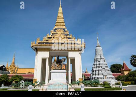 a Statue of King Norodom Sihanouk at the silver pagoda of the Royal Palace in the city of Phnom Penh of Cambodia.  Cambodia, Phnom Penh, November, 201 - Stock Photo