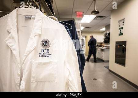 EMBARGOED UNTIL 1:00 PM EASTERN, JULY 20, 2016. U.S. Department of Homeland Security and Immigration and Customs Enforcement (ICE) unveil a major renovation of the ICE Homeland Security Investigations (HSI) Forensic Laboratory in Tyson's Corner, VA - Stock Photo