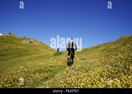 Ciclista. Punta del Pacino. Valle de Tena.Pirineos.Huesca.Cordillera pirenaica.España. - Stock Photo