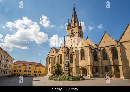 Romania, Sibiu City, Evangelical Cathedral of Sebiu, Teutsch Monument. - Stock Photo