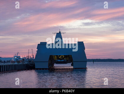 161025-N-PB086-0109 PANAMA CITY, Fla. (Oct. 25, 2016) The FSF Sea Fighter, attached to the Naval Surface Warfare Center Panama City Division awaits its next mission in support of Research, Development, Test and Evaluation as the sun rises over St. Andrews Bay in Panama City, Florida. (U.S. Navy photo by Ronald Newsome/Released) - Stock Photo