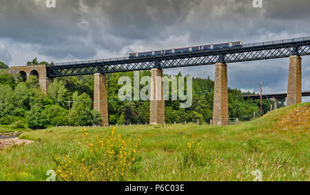 FINDHORN RAILWAY VIADUCT TOMATIN SCOTLAND OVER THE RIVER FINDHORN WITH TRAIN - Stock Photo