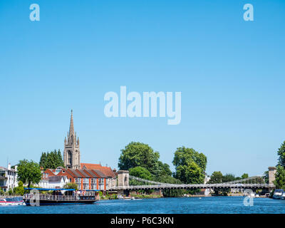 Marlow Bridge and All Saints Church, on The River Thames, Marlow, Buckinghamshire, England, UK, GB. - Stock Photo