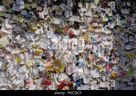 Verona, Italy Casa di Giulieta letters wall. Juliets house courtyard paper notes with attached love messages and locks. - Stock Photo