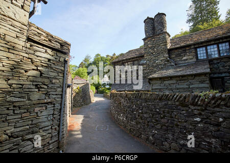 lane through traditional lake stone slate built cottages in the hamlet of town end near grasmere lake district cumbria england uk - Stock Photo