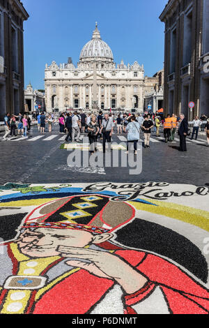 Rome, Italy. 29th June, 2018. On the occasion of the feast of St. Peter and St. Paul, the two patron saints of Rome, returns the historic Infiorata, a spectacular carpet of flowers that leads down Via della Conciliazione and towards the River Tiber. Credit: Glenstar/Alamy Live News - Stock Photo