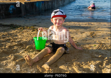 Bantry, West Cork, Ireland. 29th June, 2018. After a scorchingly hot day, 5 year old Kasper Keane from Bantry plays on the beach as the sun goes down in Bantry. The rest of the weekend will be cooler than previous days with rain forecast for next week. Credit: Andy Gibson/Alamy Live News. - Stock Photo