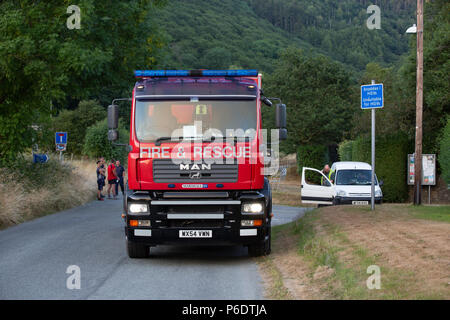 Fire and rescue vehicle parked on a narrow road next to a not suitable for hgv vehicles sign at Cwm Rheidol, during the June 2018 Rheidol Valley fire. Credit: Ian Jones/Alamy Live News - Stock Photo