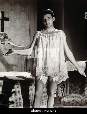 PELICULA : EL EXTRAÑO VIAJE , 1964. DIRECTOR , FERNANDO FERNAN GOMEZ. ACTOR , CARLOS LARRAÑAGA. ACTOR DE CINE Y TEATRO ESPAÑOL. BARCELONA 1937-. - Stock Photo