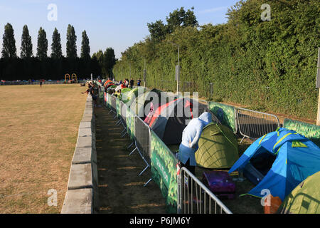 London UK. 1st July 2018. Tennis fans start queuing early with camping gear and blankets for tickets hoping to get into the show courts at  the Wimbledon Tennis championships which starts on Monday 2 July Credit: amer ghazzal/Alamy Live News - Stock Photo