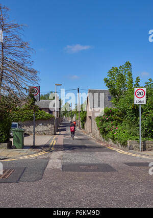 Albert Lane, a small lane in Aberdeen City, running parallel with Carden and Osbourne Place with a Round Woman and Child walking down it. Aberdeen, Sc - Stock Photo