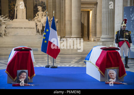 Paris, Ile de France, France. 1st July, 2018. Caskets of the deceased during the ceremony.The burial ceremony of former French politician and Holocaust survivor Simone Veil and her husband Antoine Veil at the Pantheon in Paris. Former Health Minister, Simone Veil, who passed away on June 30, 2017 became president of the European Parliament and one of France's most revered politicians by advocating the 1975 law legalizing abortion in France. Credit: Thierry Le Fouille/SOPA Images/ZUMA Wire/Alamy Live News - Stock Photo